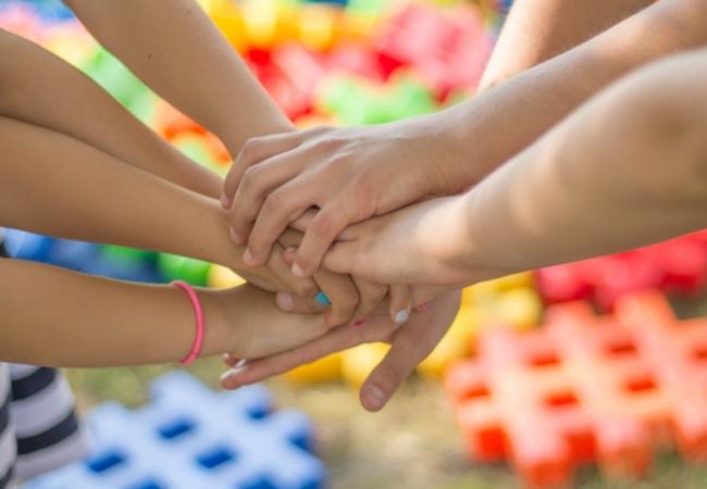 Выплаты семьям с детьми до 16 лет по 10 тысяч рублей