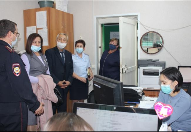 Представители общественного совета при ОМВД России по Кетовскому району провели плановое заседание и посетили отдел по вопросам миграции