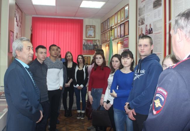 Студенты КГСХА десантировались в ОМВД России по Кетовскому району